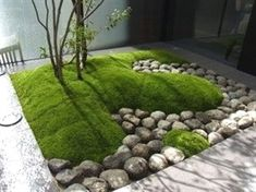 modern japanese-style garden: mound of moss and round rocks #Moderngardens #japanesegardening