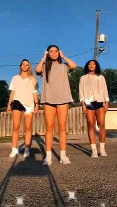 Dance with your sisters - Tik Tok Video 2020 Hip Hop Dance Videos, Dance Moms Videos, Dance Music Videos, Dance Choreography Videos, Flipagram Video, Dance Tutorial, Baile Hip Hop, Cool Dance Moves, Best Dance