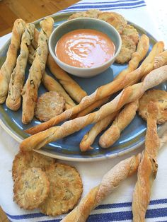 This weekend I have been baking crackers and breadsticks with sourdough starter; this post will be dedicated to the crackers, and I'll share the breadsticks during the week. Sourdough Starter Discard Recipe, Savory Bread Recipe, Sourdough Recipes, Vegan Bread, Bread Recipes, Starter Recipes, Baking Recipes, Snack Recipes, Snacks