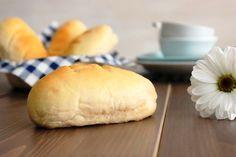 Basta con ver el título de la receta pero lo tenemos que repetir. Estos bollos de pan son tiernísimos. Recuerdo que hace unos cuantos años se vendían envue