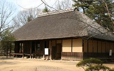 Also *kayabuki yane 茅葺屋根. Lit. thatching with miscanthus. However, the word *kaya 茅 includes the use of many kinds of grasses, reeds and str...