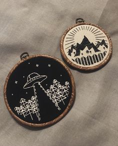 Summits and extraterrestrials - Embroidery Hand Embroidery Stitches, Embroidery Hoop Art, Hand Embroidery Designs, Cross Stitch Embroidery, Cross Stitch Patterns, Embroidery Patterns Free, Creative Embroidery, Modern Embroidery, Sacs Tote Bags