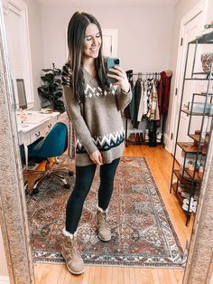 Sweater And Jeans Outfit, Mom Jeans Outfit Summer, Leather Leggings Outfit, Dress With Cardigan, Faux Leather Leggings, Chunky Sweaters, Jeans Leggings, Cardigans, Outfit