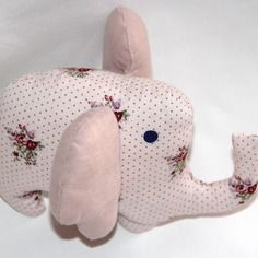 Doudou éléphant en coton rose à pois et fleurs oreilles en lin rose