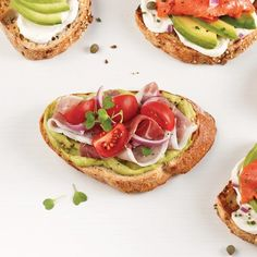 Tartine à l'avocat, tomates et jambon serrano Sandwich Buffet, Antipasto, Finger Foods, Avocado Toast, Sandwiches, Appetizers, Nutrition, Cooking, Breakfast