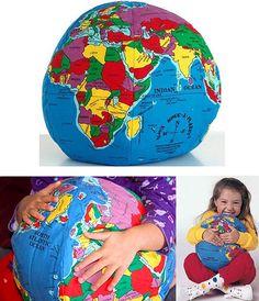 regalos-originales-amigo-invisible-navidad-2012-reyes-2013-bola-mundo-tela-cojin