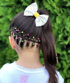 La imagen puede contener: una o varias personas, primer plano y exterior Cute Girls Hairstyles, Hairstyles For School, Middle Hair, Girl Hair Dos, White Wedding Cakes, Short Hair Styles, Fashion Outfits, Dashiki, Gabriel
