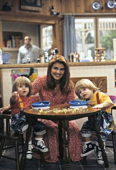 The youngest members of the Full House family are making a comeback. The twins who played Uncle Jesse and Aunt Becky's kids on the show return to play Nicky and Alex in the Netflix revival, Fuller House. Full House Serie, Full House Funny, Full House Cast, Full House Tv Show, Olsen Twins Full House, Becky Full House, Tio Jesse, Uncle Jesse, Gilmore Girls