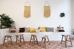 It felt a bit like walking into the San Giorgio Hotel in Mykonos with the wooden stools and bohemian pillows, but inspiration for Divers in Antwerp comes from Ibiza. The owner of the place likes to bring the sunny atmosphere of the Mediterranean into de...