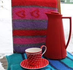 Ingridstua: Tovet sitteunderlag Mugs, Knitting, Tableware, Home, Dinnerware, Tricot, Tumblers, Breien, Tablewares