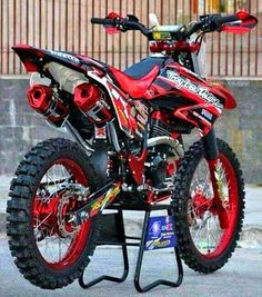 Ktm Dirt Bikes, Honda Dirt Bike, Cool Dirt Bikes, Dirt Bike Gear, Dirt Bike Racing, Mx Bikes, Dirt Biking, Auto Racing, Motorcross Bike