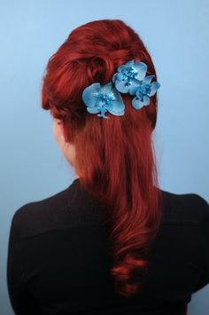 lil-mischief:      Handmade hair flowers: Lil Mischief  Photo: Jez Brown Photography  Hair: Sarah's Doo-Wop Dos  Model: Laura      SERIOUSLY, where has this tumblr been all my life!?!