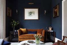 Blue Living Room Decor - Should I paint my living room and dining room the same color? Blue Living Room Decor - Does GREY go with navy blue? Dark Living Rooms, My Living Room, Interior Design Living Room, Living Room Decor, Interior Livingroom, Dark Paint Colors, Deco Studio, Dining Room Blue, Interior Minimalista