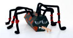 Come creare un ragno di rotoli di carta e scovolini