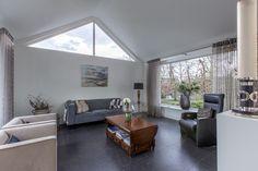 #woonkamer #livingroom #natuursteen #naturalstone #vloer #floor #flooring #tiles #tegels #fossiel #fossil #interieur #interior #interieurdesign #interiordesign