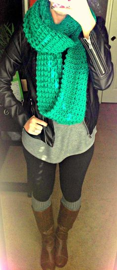 Neutral palette, very comfy and casual with a POP of green knit infinity scarf - All Things Katie Marie: Katie's Closet Fashion Moda, Cute Fashion, Look Fashion, Fashion Outfits, Womens Fashion, Fasion, Fashion Clothes, Fall Winter Outfits, Autumn Winter Fashion