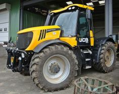 The powerful #JCB FASTRAC 3230 ! More JCB #Tractors at http://www.agriaffaires.co.uk/used/farm-tractor/1/4038/jcb.html