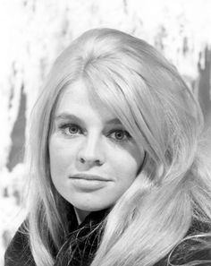 Julie Frances Christie - British actress known for Billy Liar, Darling and starred as Lara in Doctor Zhivago. Julie Christie, British Actresses, Hollywood Actresses, Old Hollywood, Classic Hollywood, Classic Movie Stars, Classic Films, Julie Payne, Dr Zhivago