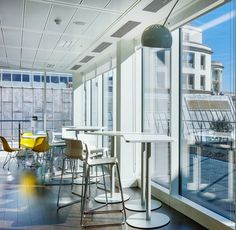 This amazing workspace has floor to ceiling windows that flood the space with natural light. The light, airy feel is maximised with flexible white bar stools and bar tables which can be moved around the room to suit the space. The space is ideal for employees who want to either have a meeting or work independently in an inspirational workspace.