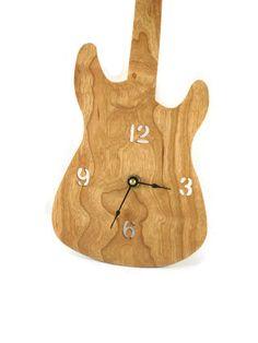 Horloge de Tenture murale guitare à la main de par KevsKrafts