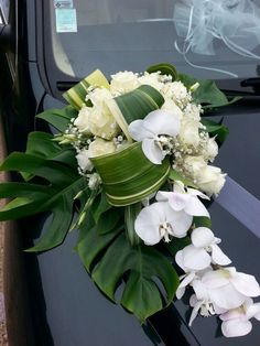 Voiture Bridal Car Ornaments The crucial of bridal convoys are decorated bridal cars. Wedding Bouquets, Wedding Flowers, Bridal Car, Wedding Car Decorations, Modern Flower Arrangements, Funeral Flowers, Floral Wreath, Car Car, Cascading Bridal Bouquets