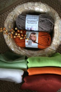 how to actually make the yarn and felt wreaths