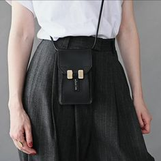 The working moms, the self-employed who change from their pajamas to the power blazer at noon, the students at the job interview for their next dream job. You don't need another hero, but another Hēroïne. Leather Bag Pattern, Leather Bags Handmade, Cloth Bags, Leather Accessories, Fashion Bags, Working Moms, Dream Job, Stylish, Pajamas