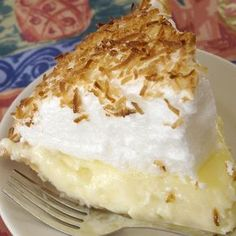 The perfect recipe for old fashioned coconut cream pie with a light and fluffy meringue topping. Recipie for homemade meringue can be used for lemon meringue pie also. Köstliche Desserts, Delicious Desserts, Dessert Recipes, Coconut Recipes, Baking Recipes, Vegan Recipes, Old Fashioned Coconut Cream Pie Recipe, Coconut Dessert, Coconut Meringue Pie