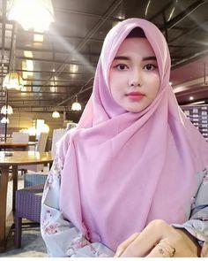 Jilbab Smile: Get Love From Amanda Putri Sweety Hijaber Hijab Niqab, Hijab Chic, Hijab Outfit, Hijabi Girl, Girl Hijab, Hijab Bride, Beautiful Muslim Women, Beautiful Hijab, Muslim Fashion