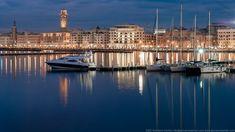 Il lungomare di Bari, visto dal molo di Sant'Antonio Bari, Venus, Parents, Building, Travel, Italy, Fotografia, Dads, Viajes