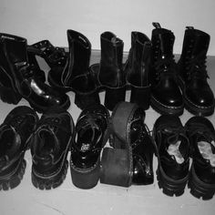 Imagem de black, shoes, and grunge Hippie Grunge, Grunge Style, Black Grunge, Sock Shoes, Cute Shoes, Me Too Shoes, Aesthetic Shoes, Aesthetic Clothes, Mode Outfits