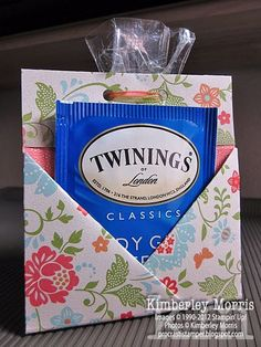 Bag Boxes Trend - procrastistamper: Teabag Cookies Pouch the bag-boxes have been stalking us for longer and with more insistence of what we think, so it's not crazy to say that 2018 will finally be your moment. Stampin Up, Tea Party Favors, Tea Bag Favors, Tea Party Invitations, Tea Party Centerpieces, Party Favors For Adults, Little Presents, Afternoon Tea Parties, Afternoon Tea Baby Shower Ideas