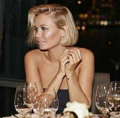 FLUFF: Lara Bingle chops off all her hair. Looks amazing.