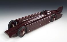 Art Deco circa 1930, A bakelite model of the Golden Arrow record car