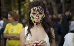 Manifestante protestam nesta terça-feira (18) na Cidade do México