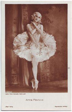 PAVLOVA, Anna_Ross; 3974-2. Photo Ernst Schneider by Performing Arts / Artes Escénicas, via Flickr