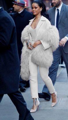 Image via We Heart It https://weheartit.com/entry/168925381 #beautiful #beauty #classy #goals #outfit #Rhianna