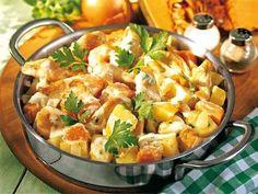 Eine schnelle Kartoffel-Kürbis-Pfanne mit gebratenem Hähnchen-Filet macht richtig satt an kalten Wintertagen.