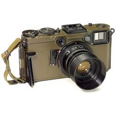 """Graflex Combat Camera - Gulliver's """"Contax"""", c. Olive version, serial no. on Sep 2006 Types Of Cameras, Camera Lens, Lenses, Germany, Auction, Film, American, Vintage, Inspiration"""
