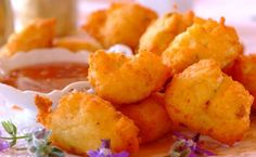 Spring onions give flavour to these flaked fish and mashed potato puffs served with a tasty sweet chilli sauce. Sauce Recipes, Fish Recipes, Appetizer Recipes, Appetizers, One Pot Dishes, Fish Dishes, Main Dishes, Savory Snacks, Easy Snacks