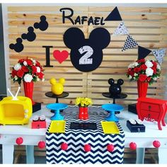 Mickey Party, Mickie Mouse Party, Mickey Birthday Cakes, Festa Mickey Baby, Mickey Mouse Birthday Decorations, Mickey First Birthday, Mickey 1st Birthdays, Fiesta Mickey Mouse, Birthday Wall