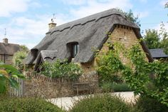 build modern tached roof   The Cotswolds are famous for those thatched roofs.