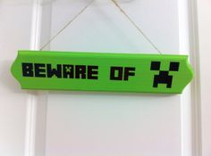 Minecraft creeper door sign beware of creeper Could make this aswell Minecraft Gifts, Minecraft Room, Minecraft Decorations, Minecraft Christmas, Minecraft Stuff, Minecraft Birthday Party, Kids Bedroom, Bedroom Ideas, Upcycling