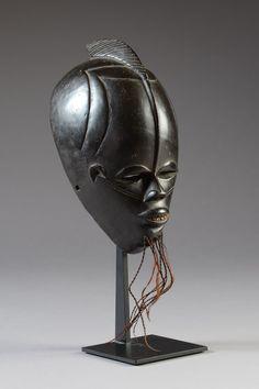 Lot : Masque facial Gouro-Bété, Côte d'Ivoire  - Bois, patine d'usage laquée[...] | In the sale Art Africain et Océanien at Salle des ventes de Chinon