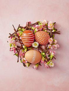60 Best Easter Egg Designs - Easy DIY Ideas for Easter Egg Decorating Hoppy Easter, Easter Eggs, Easter Food, Easter Table, Easter Crafts, Crafts For Kids, Easter Decor, Easter Ideas, Holiday Crafts