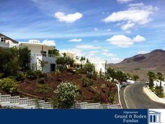 VILLA AUF FUERTEVENTURA - MEERBLICK   Die angebotene Villa wurde ca. 2001 in massiver Bauweise auf ein ca. 1.500 m² großes Grundstück mit Meeresblick errichtet. Der Garten ist liebevoll mit Obstbeständen bepflanzt sowie mit der heimischen Botanik; durch die automatische Bewässerungsanalge wird eine problemlose Gartenpflege gewährleistet.  http://www.grund-boden-fundus.de/de_objektdetails.php?ID=7346336A85284D0A9958D0B0DF9B4999