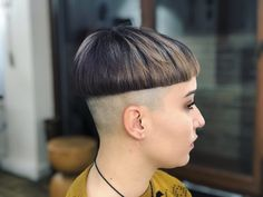 Short Curly Hair, Short Hair Cuts, Curly Hair Styles, Nape Undercut, Undercut Hairstyles, Shaved Nape, Shaved Sides, Page Haircut, Clipper Cut