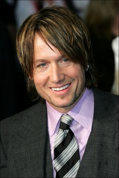 KEITH URBAN. What an adorable man... and beautiful Australian accent.