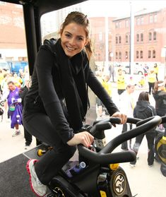 TV personality Maria Menounos is a veritable beauty genius—here are a few of her top tips. Maria Menounos, Celebrity Workout Style, Celebs, Celebrities, Fitness Fashion, Baby Strollers, Believe, Sporty, Exercise