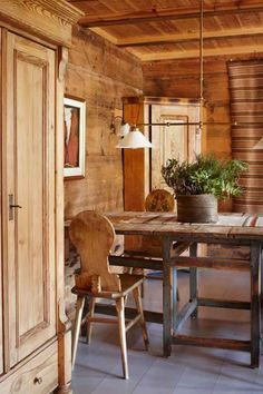 Hardingasete - a Norwegian hideaway by the Hardangerfjord. Scandinavian Cabin, Scandinavian Interior, Norwegian Style, Forest Design, Red Cottage, Farms Living, Mountain Homes, Cozy Cabin, Farmhouse Chic